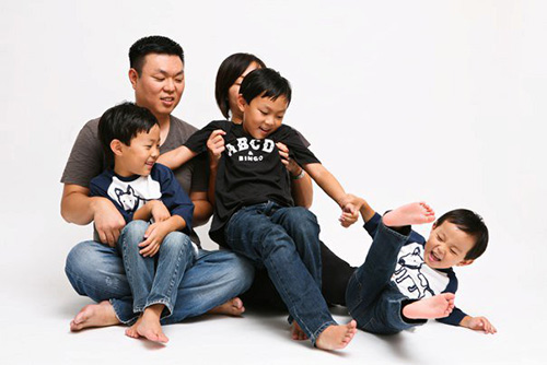Dr. Leonardo Lee with his family